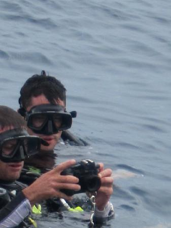 Infinity Diving: James giving instruction on underwater photography