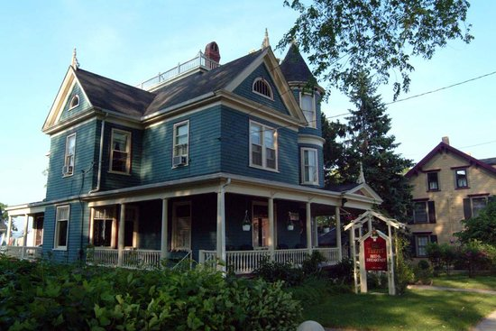 At the Turret Bed & Breakfast: At the Turret