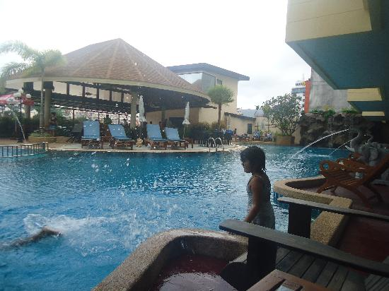 Palmyra Patong Resort: pool area from the room
