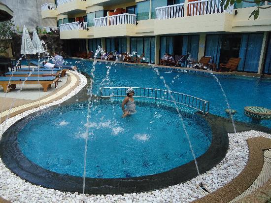 Palmyra Patong Resort: kids pool