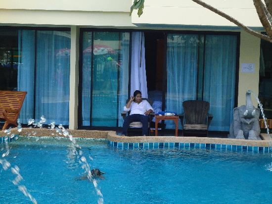 Palmyra Patong Resort: pool and the pool acess room