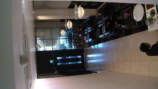 Doulos Hotel : hotel lobby