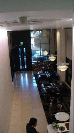 Doulos Hotel: hotel lobby