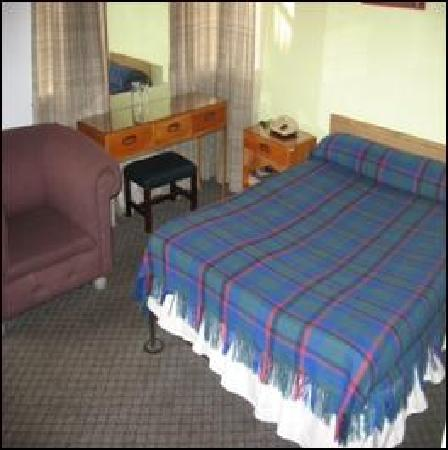 Hotel Monserrate: Double Bed Rooms or 2 Single Beds
