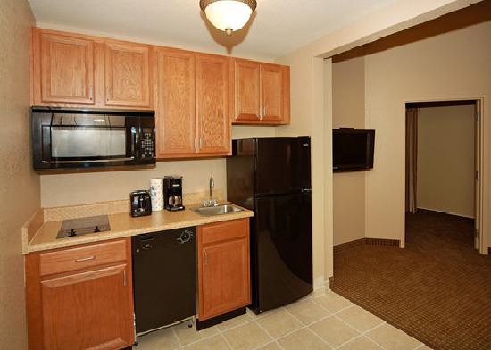 Hawthorn Suites by Wyndham Panama City Beach FL: Kitchens in Every Suite