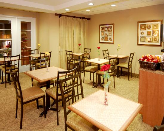 Hawthorn Suites by Wyndham Panama City Beach FL: Breakfast Area