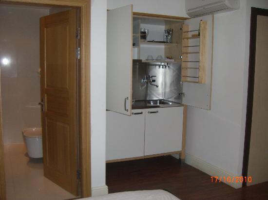 Hotel 82: Kitchen