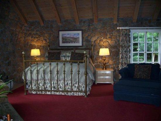 Oak Knoll Inn: Guestroom