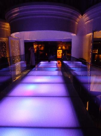lebua at State Tower: Walkway to bar