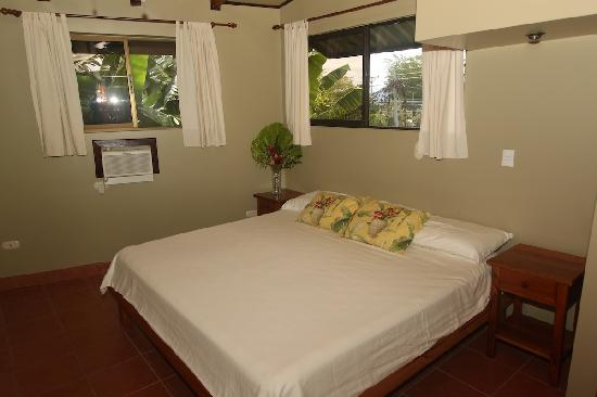 Villas Oasis: Sleep with a lovely breeze or full air conditioning in our Penthouse Villa