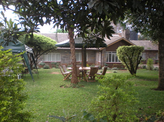 Sandavy Guest House - Kilimani: front outside