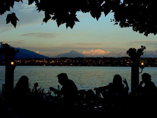 Lacustre : having dinner in the summer
