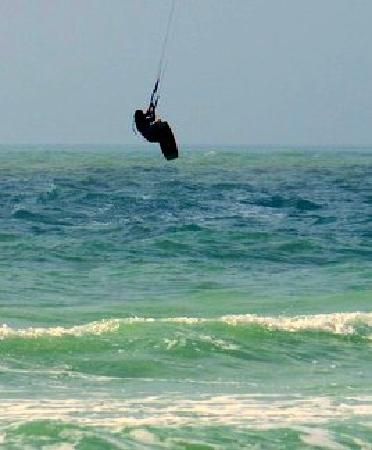 Kiss The Sky Kiteboarding : Kiteboard jumping