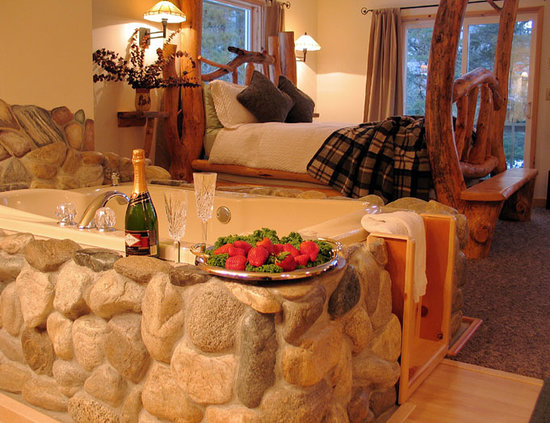 Pine River Ranch: Our Suites come complete with Jacuzzi Spas and Gas Fireplaces