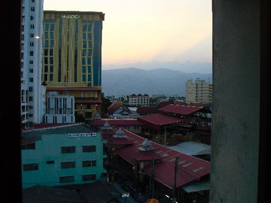 Night Bazaar Inn: Satdt Blick