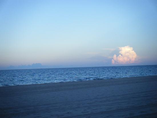 A Little Inn By The Sea: sun going down