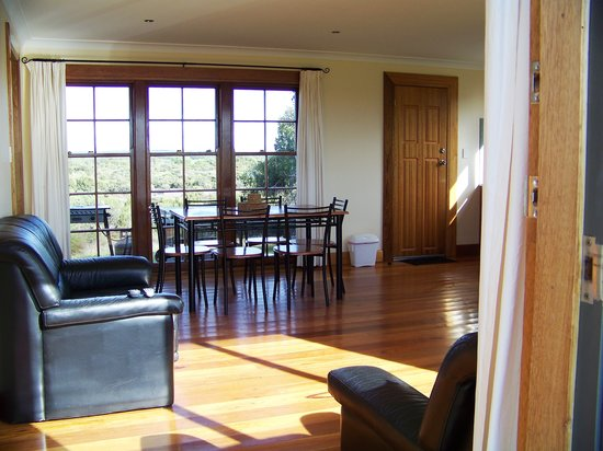 Kangaroo Island Bush Getaway: Cabin 2 with spa bath