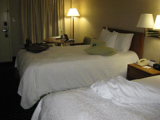 Motel 6 Roanoke: beds