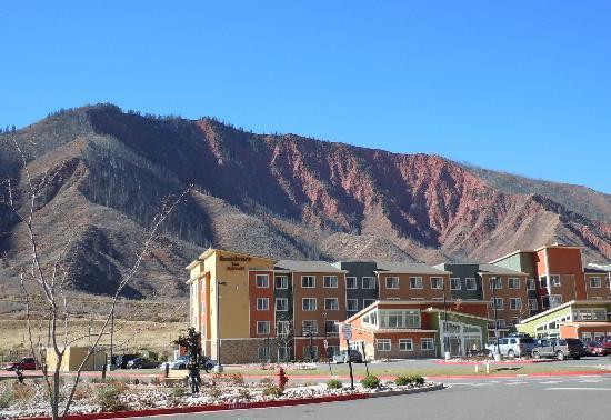 Courtyard Glenwood Springs: left view out front door