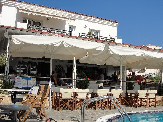 Hotel Milos: Great food and wine