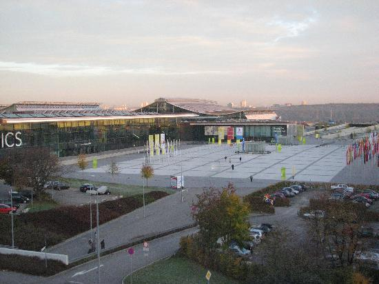 Moevenpick Hotel Stuttgart Airport & Messe: The view of the Messe / Fairgrounds from hotel floor #3