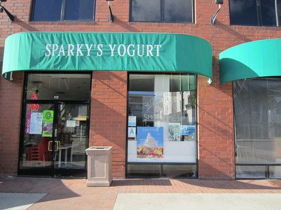 Sparky's Frozen Yogurt Shop: Exterior of Sparkys