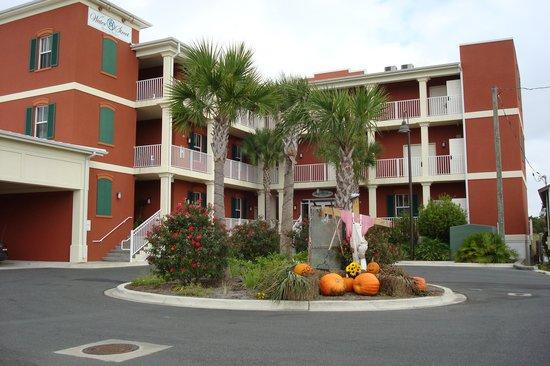 Water Street Hotel & Marina: Exterior of Hotel