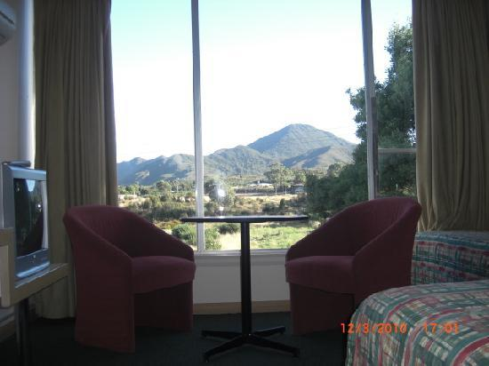 Heemskirk Motor Hotel: Mt Zeehan view from guest room