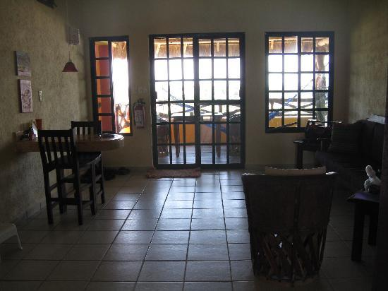 Casa Flamboyan: view from the kitchen to the front