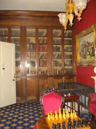 Cedar Grove Mansion Inn & Restaurant: library suite