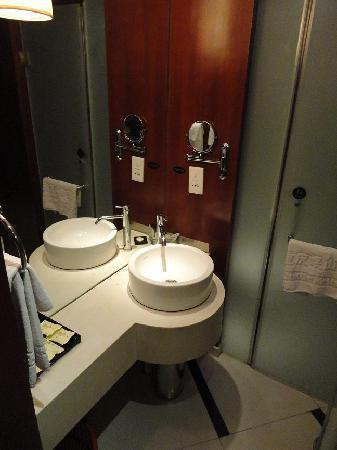 Minshan Hotel: Bathroom