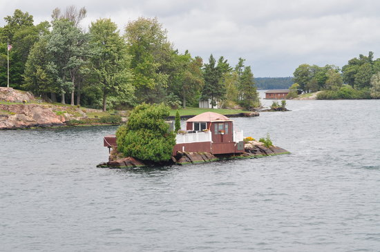 "Gananoque, Kanada: Literally ""living on the edge"""