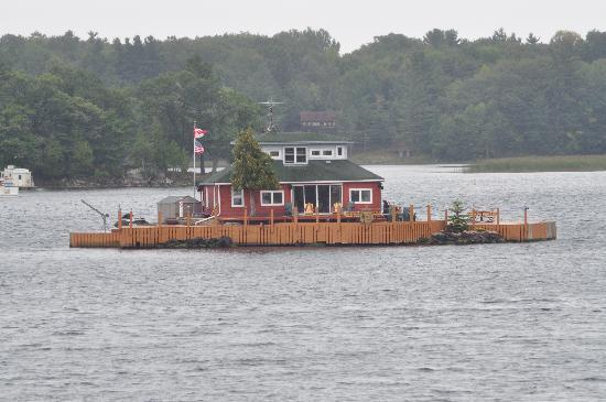 Gananoque, Canada: House on another island