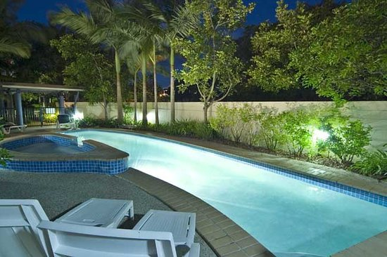 Twin Quays Noosa : Pool - night shot