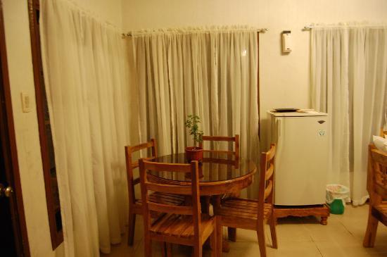 Alona Tropical Beach Resort: dining area