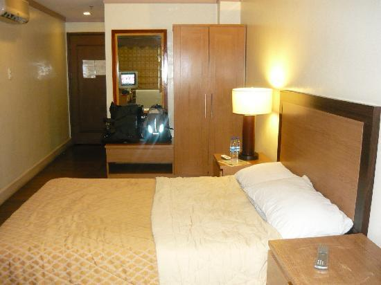 Holiday Park Hotel: the bed and closet