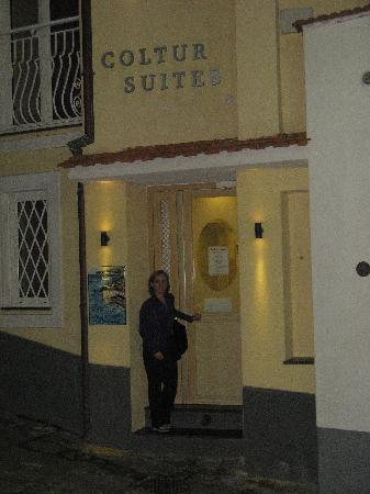 Coltur Suites: Front door of Colyur Suites