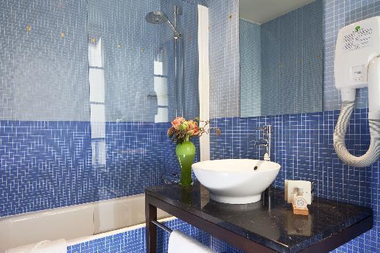 Hotel Rocroy: Hotel Le Rocroy  salle de bain