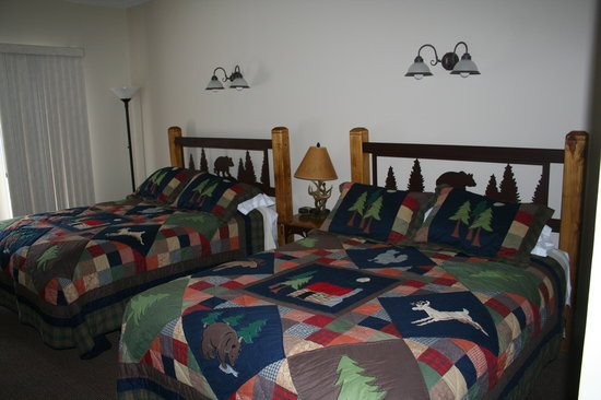 Bear Creek Lodge: Inside our cozy rooms!