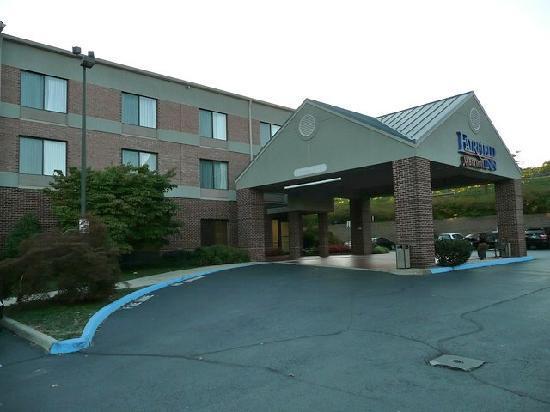 Fairfield Inn & Suites Charlottesville North: Außenansicht