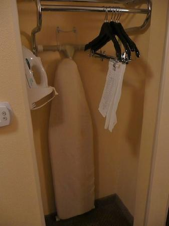 Holiday Inn Express Hotel & Suites Kodak East-Sevierville: Bügelbrett