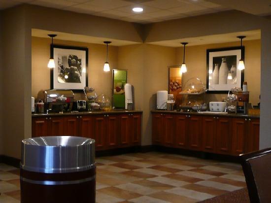 Hampton Inn & Suites By Hilton Williamsburg-Central: Frühstück