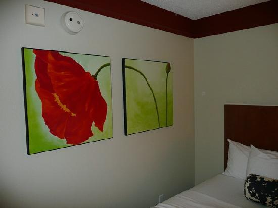 La Quinta Inn & Suites Durham Research Triangle Pk: Dekoration im Zimmer