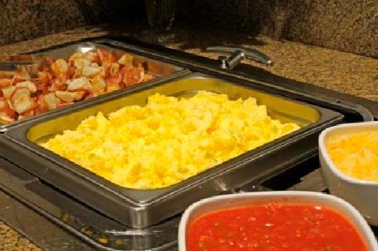 Charter Inn & Suites: Breakfast