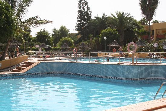 Atlantico Playa Apartments : Pools