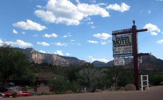 Sedona Motel: view from motel
