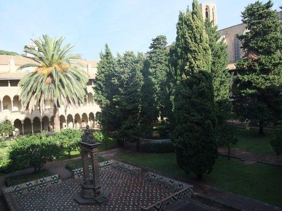 Reial Monestir de Santa Maria de Pedralbes : le cloître
