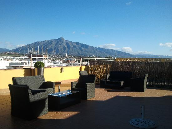 Hotel NH San Pedro de Alcántara: View of mountain from the hotel rooftop