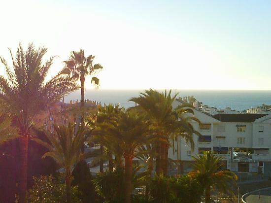 Hotel NH San Pedro de Alcántara : View of the beach from the room varanda.