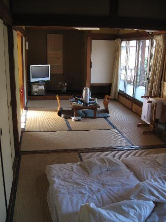 Ryokan Fujioto: Our spacious room
